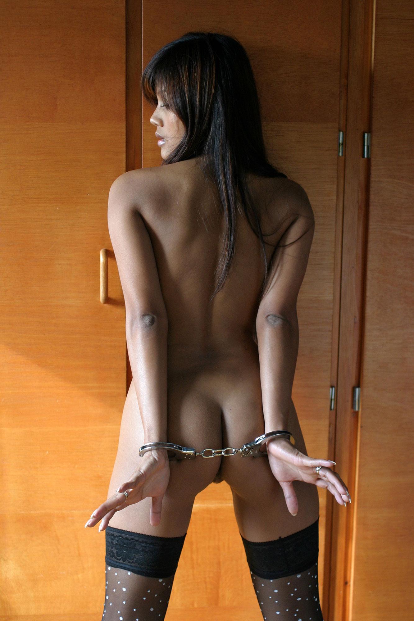 Фото девушки голой в наручники 18 фотография
