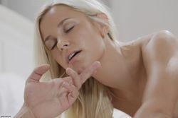 Lola-Myluv-%26-Jake-Body-Language-33t6q77wop.jpg